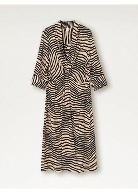 e648c5f68426 Køb din kjole til festen eller hverdag hos Byflou.com