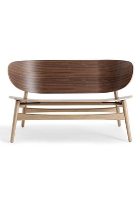 Getama - Bench - GE1935 / Venus Bench / by Hans J. Wegner - Walnut with Oak legs