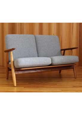 Getama - Couch - GE240 / The Cigar Couch / 2 seater / by Hans J. Wegner - Oak