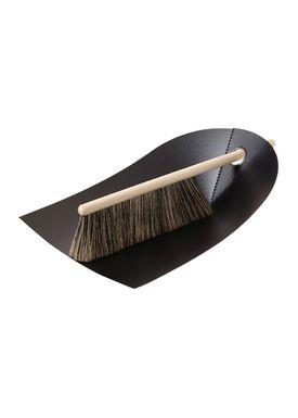 Normann Copenhagen - Dustpan & Broom - Dustpan w. broom - Black