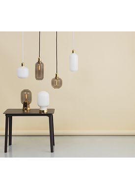 Normann Copenhagen - Lampe - Amp Lamp - Large - Opal White/Brass