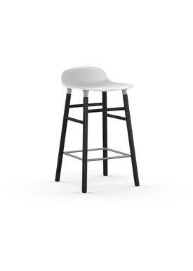 Normann Copenhagen - Stol - Form Barstool - 65 cm - Hvid/Sort Eg