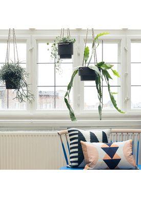 Ferm Living - Jar - Plant Hanger Medium - Black Stoneware