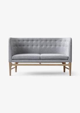 &tradition - Couch - Mayor Sofa by Arne Jacobsen & Flemming Lassen / AJ5 / AJ6 - AJ6 / 2 seater w. oak / L138